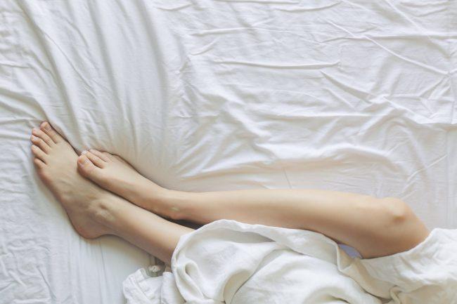 運動が苦手な人必見!寝ながらくびれを作る方法