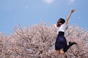 中学生女子が成長期に身長を伸ばす方法とは?