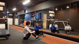 足が速くなる体幹体育座りとは?身体がグングン前に進むコツ